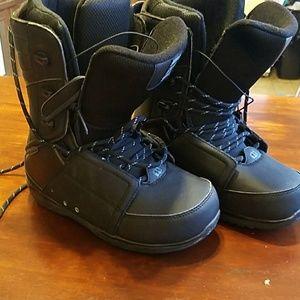 Morrow mens SZ 7 black reign snowboarding boots